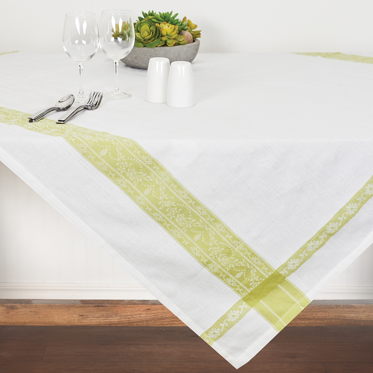 tabletop_everyday_tablecloths.jpg